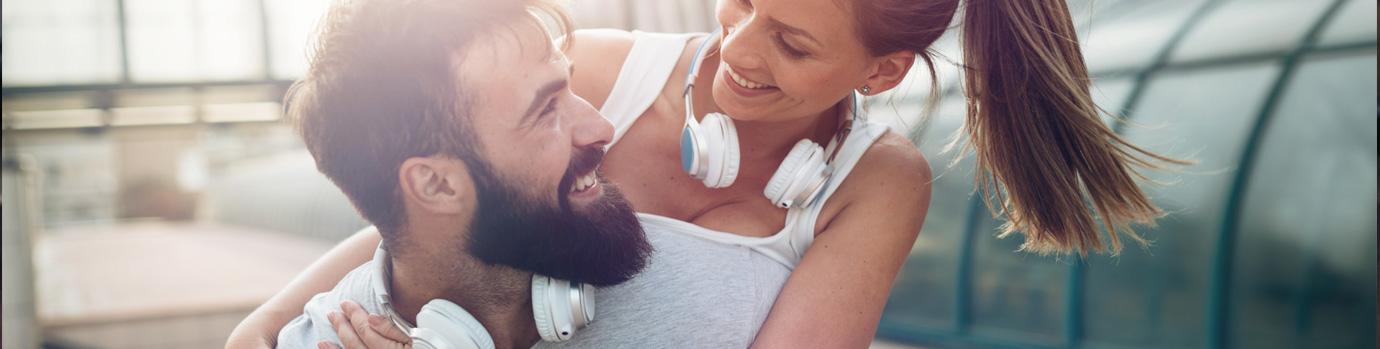 Glückliches Paar beim Training