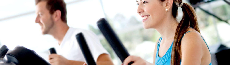 Frau beim Herz-Kreislauf Training