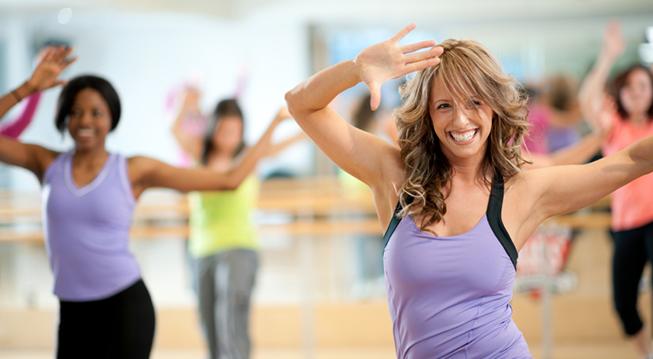 Frauen im Fitnesskurs